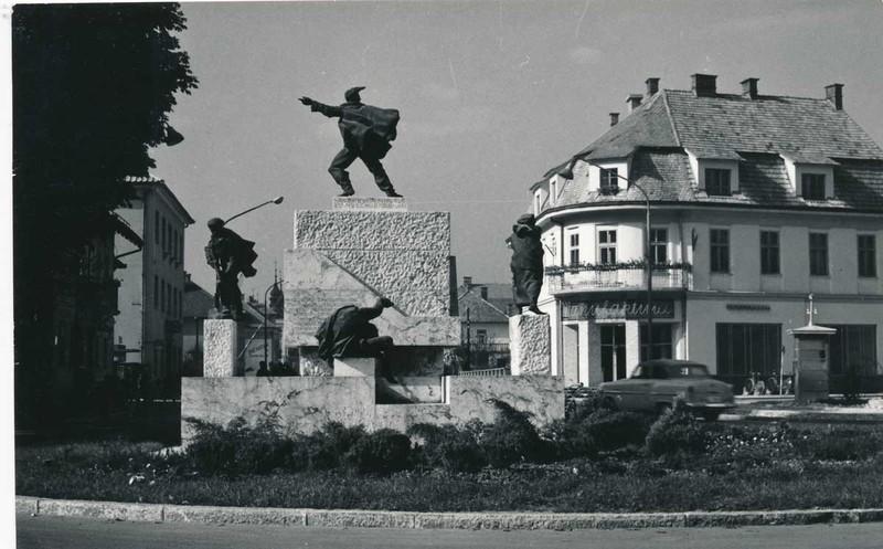 Spomenik padlim borcem in žrtvam fašističnega nasilja iz Domžal