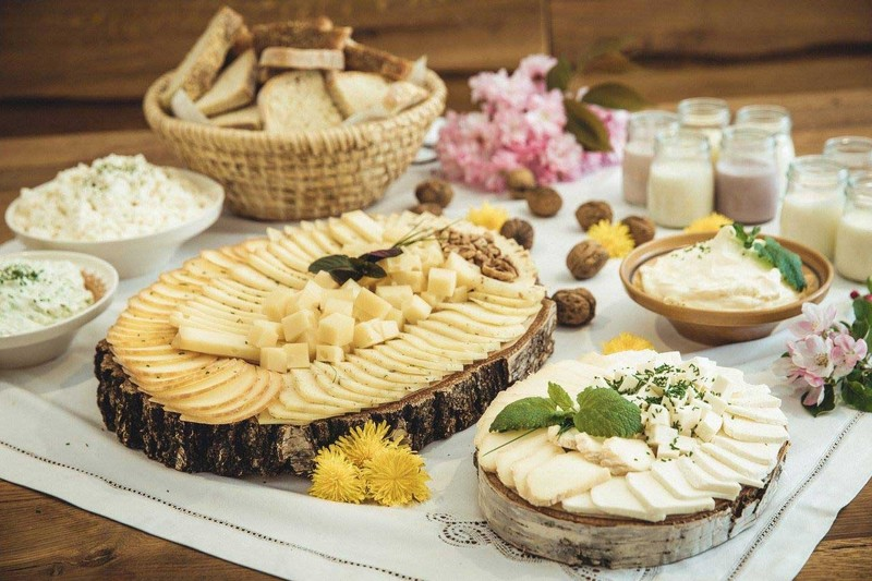Kmetija in sirarna Bogataj