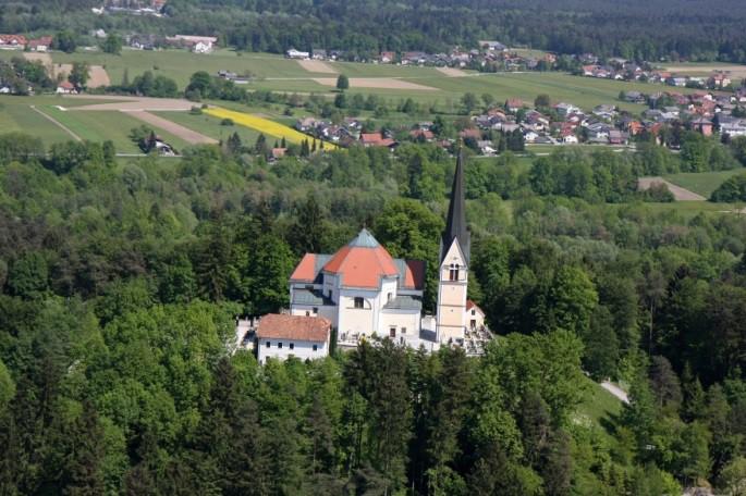 Župnijska cerkev Marijinega rojstva na Homcu